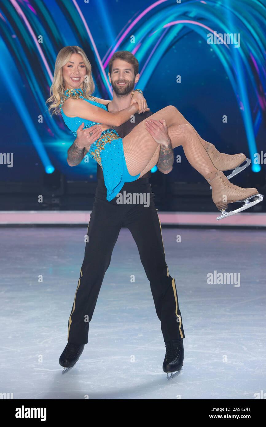 Andre HAMANN, modelo con su pareja de patinaje artístico Stina Martini, presentación de los candidatos de la SAT.1 de televisión Dancing on Ice, a partir del 15 de noviembre de 2019 todos los viernes a las 20.15 en vivo en SAT.1, 13.11.2019 en Koeln / Alemania | mundial de uso Foto de stock