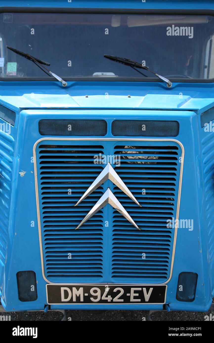 Citroën HY vintage camión azul, Francia Foto de stock