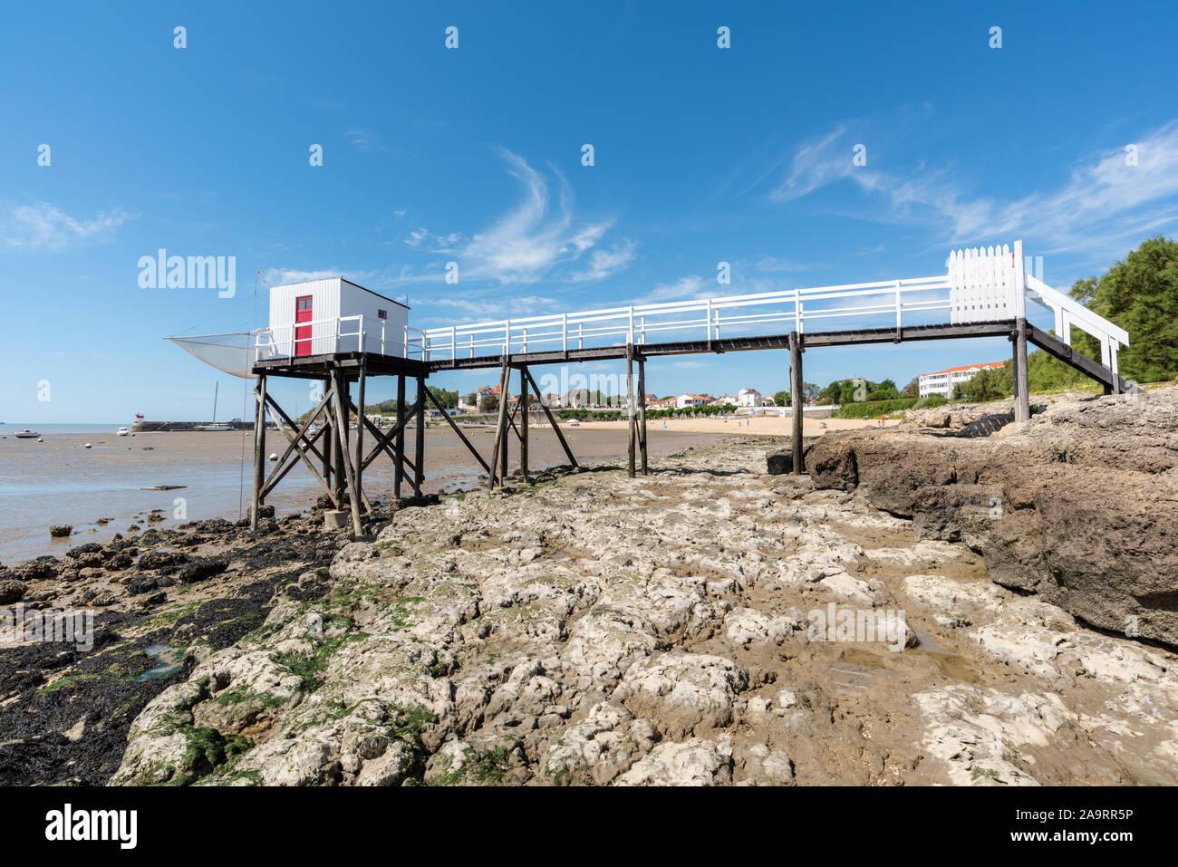 Cabañas de pesca sobre pilotes en Fouras Charente Maritime, (Francia), entre La Rochelle y Rochefort Foto de stock