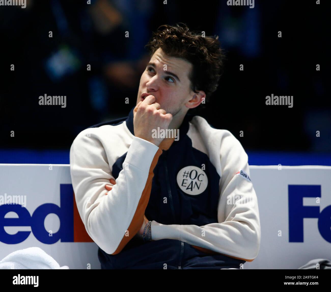 Londres, Reino Unido. El 17 de noviembre de Dominic Thiem durante en acción durante el partido final del campeonato Singles Dominic Thiem (AUT) contra Stefanos Tsitsipas (GRE) - tenis internacional Nitto ATP World Tour final Día 8 - Martes 17 de noviembre de 2019 - O2 Arena - Londres: acción de Crédito Foto Sport/Alamy Live News Foto de stock