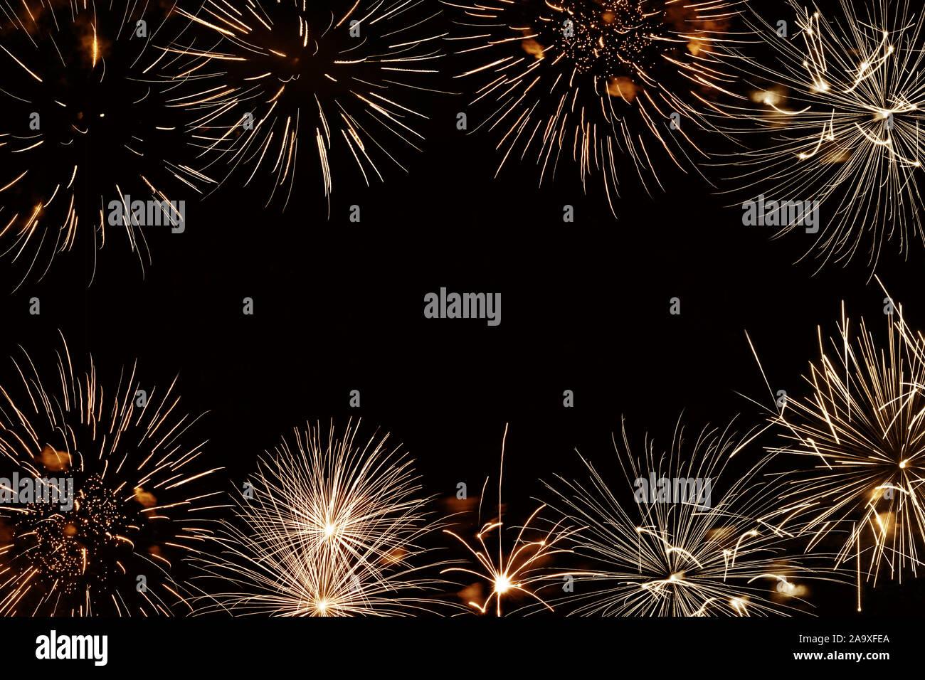 Fireworks dorado fondo con copyspace, año nuevo y la fiesta de vacaciones antecedentes Foto de stock
