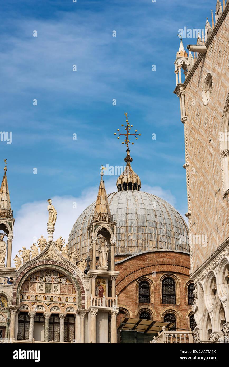 Venecia, la basílica y la Catedral de San Marcos (St. El evangelista san Marcos) y el Palazzo Ducale (Palacio Ducal) sitio de patrimonio mundial de la UNESCO, Veneto, Italia, Foto de stock