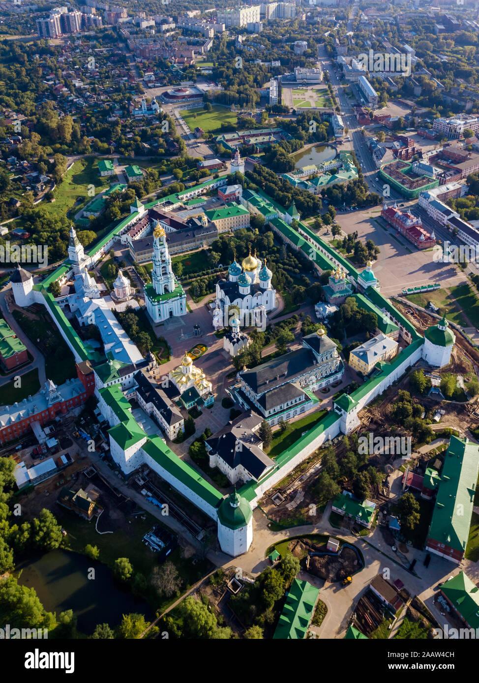 Vista de Drone Lavra de la Trinidad de San Sergio en la ciudad, Moscú, Rusia Foto de stock