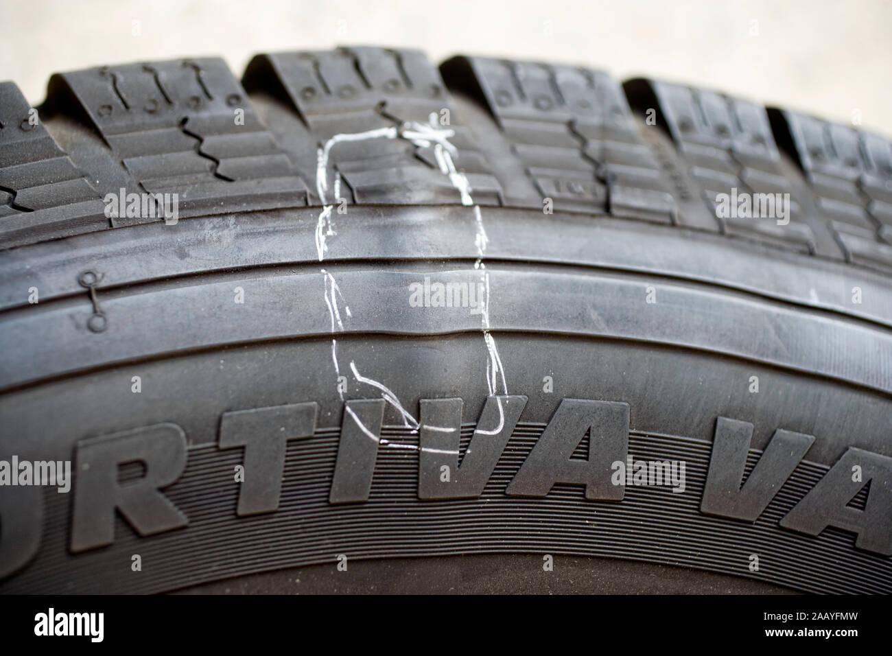 Los neumáticos de invierno con un golpe Foto de stock