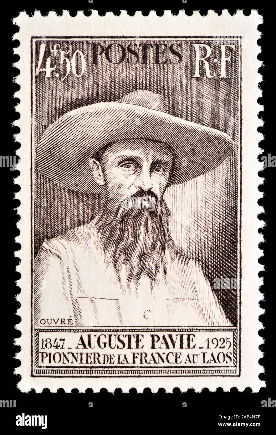 Sello francés (1947) : Jean-Marie Auguste Pavie (1847 - 1925) funcionario colonial francés, explorador y diplomático que fue instrumental en this Foto de stock