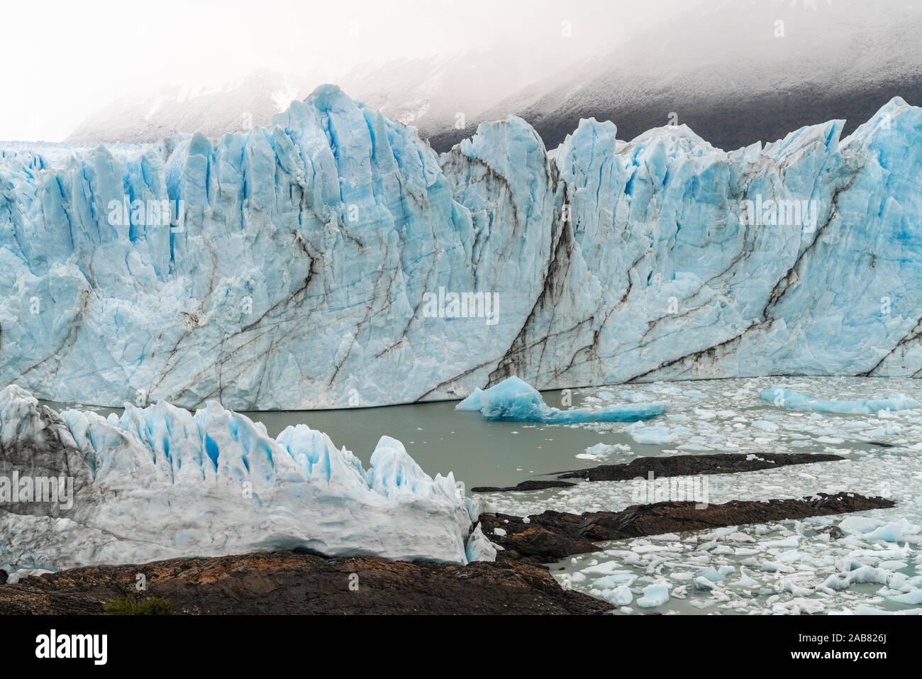 Glaciar Perito Moreno, El Parque Nacional Los Glaciares, declarado Patrimonio de la Humanidad por la UNESCO, de la provincia de Santa Cruz, Argentina, Sudamérica Foto de stock