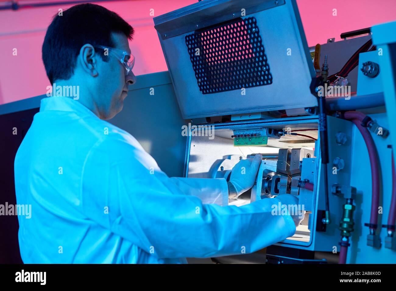 Sistema Gleeble, mejorar el estado del arte en termo-dinámica mecánica pruebas de materiales y simulación de procesos de fundición, industria, Foto de stock