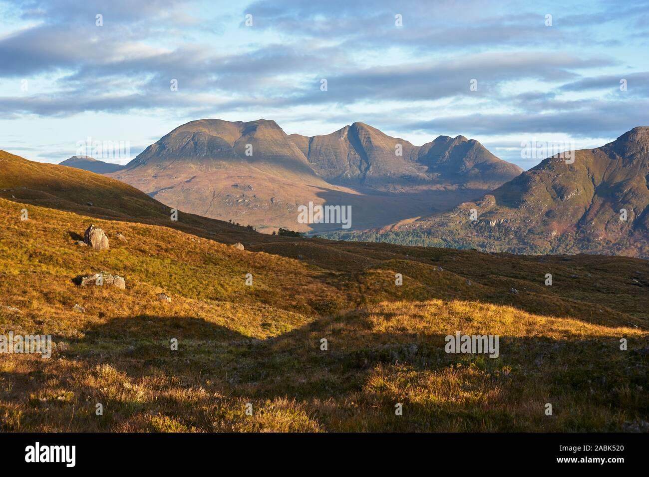 Beinn Alligin vistos desde Beinn Damh, Torridon, Wester Ross, Highland, Escocia Foto de stock