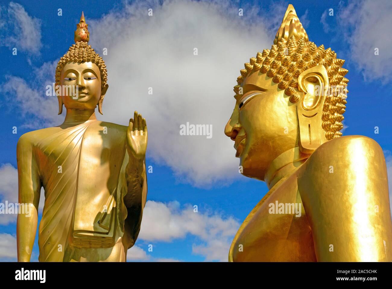 Zwei goldene Buda en Pattaya, Chon Buri, Tailandia Foto de stock