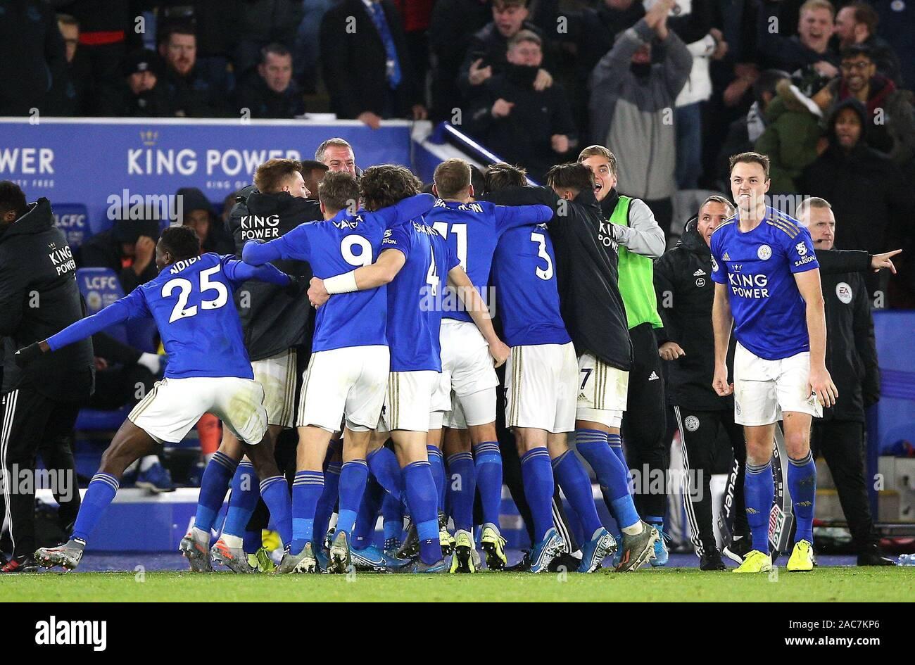 El Leicester City jugadores celebrar la victoria después del pitido final durante el primer encuentro de Liga en el estadio King Power, Leicester. Foto de stock