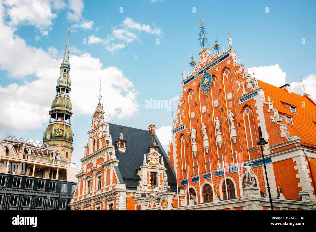Casa de los comedones (Melngalvju Nams) en la Plaza del Ayuntamiento de Riga, en Letonia Foto de stock