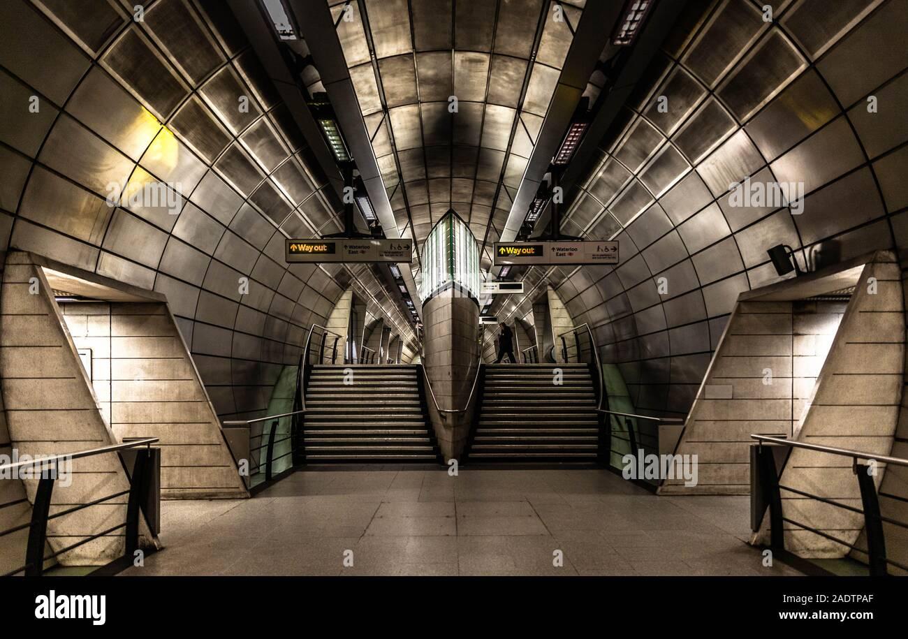 La estación de metro Southwark concourse intermedio, Southwark, Londres, Inglaterra, Reino Unido. Foto de stock