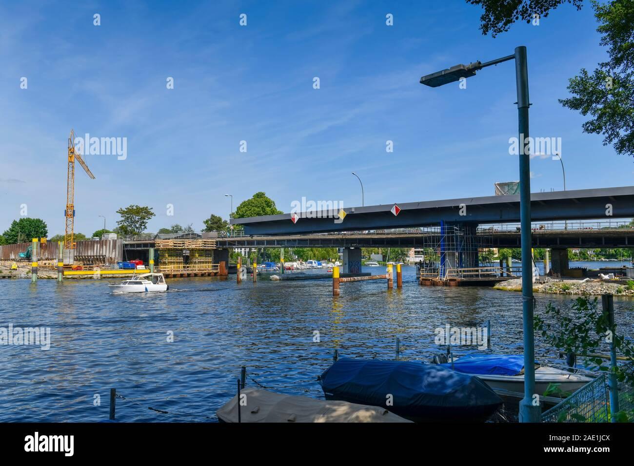 Spree, Salvador-Allende-Brücke, Köpenick, Treptow-Köpenick, Berlín, Alemania Foto de stock