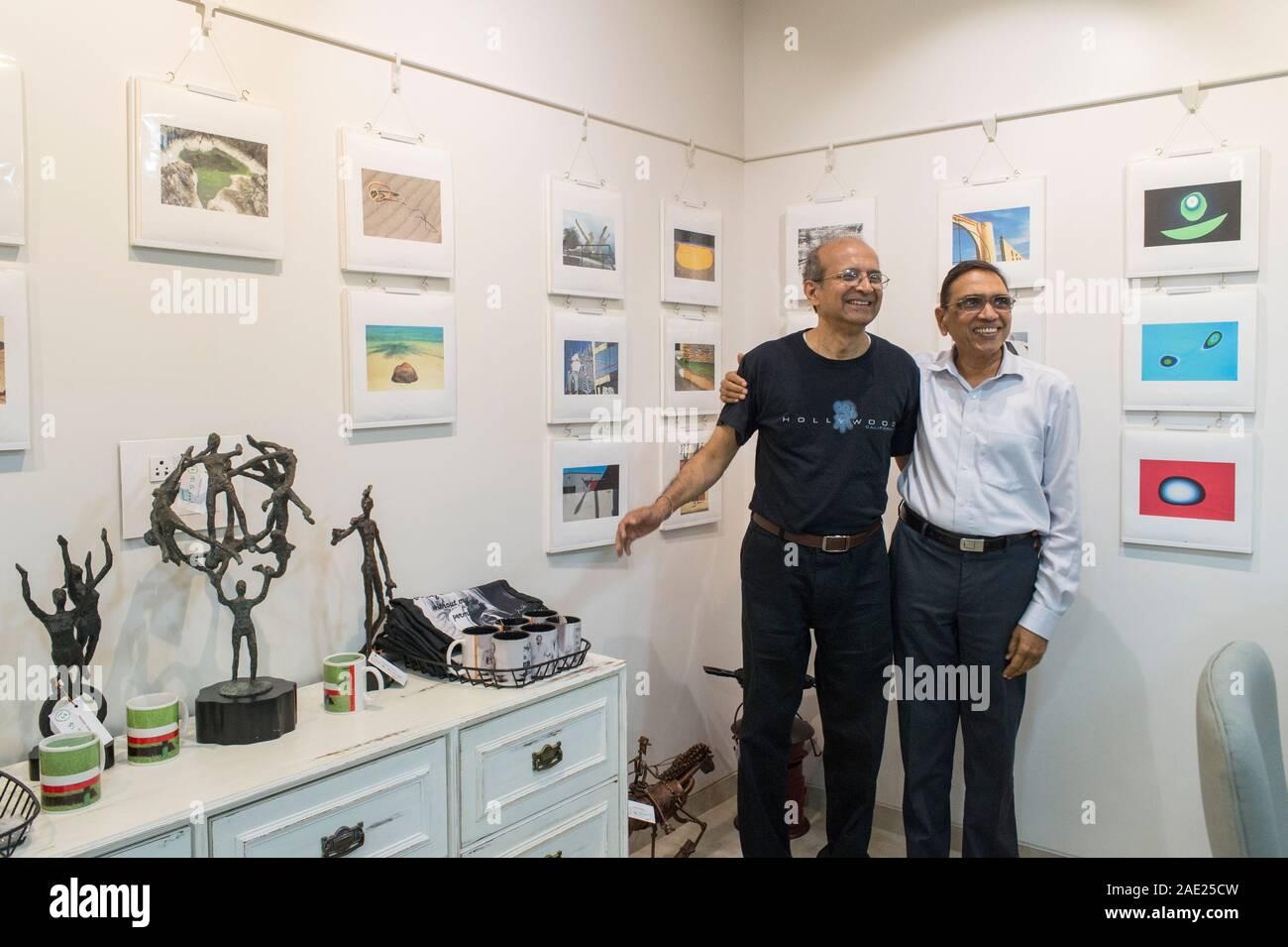 Vithal Nadkarni y Jagdish Agarwal, oficina de la galería de arte de la Biblioteca de Fotos Dinodia, Mumbai, Maharashtra, India, Asia Foto de stock