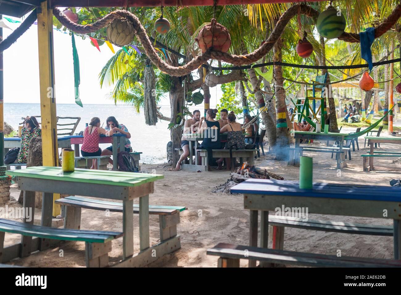 Roland's Reggae Bar & Restaurant en playa Manzanillo, en la isla de Providencia en Colombia. Foto de stock