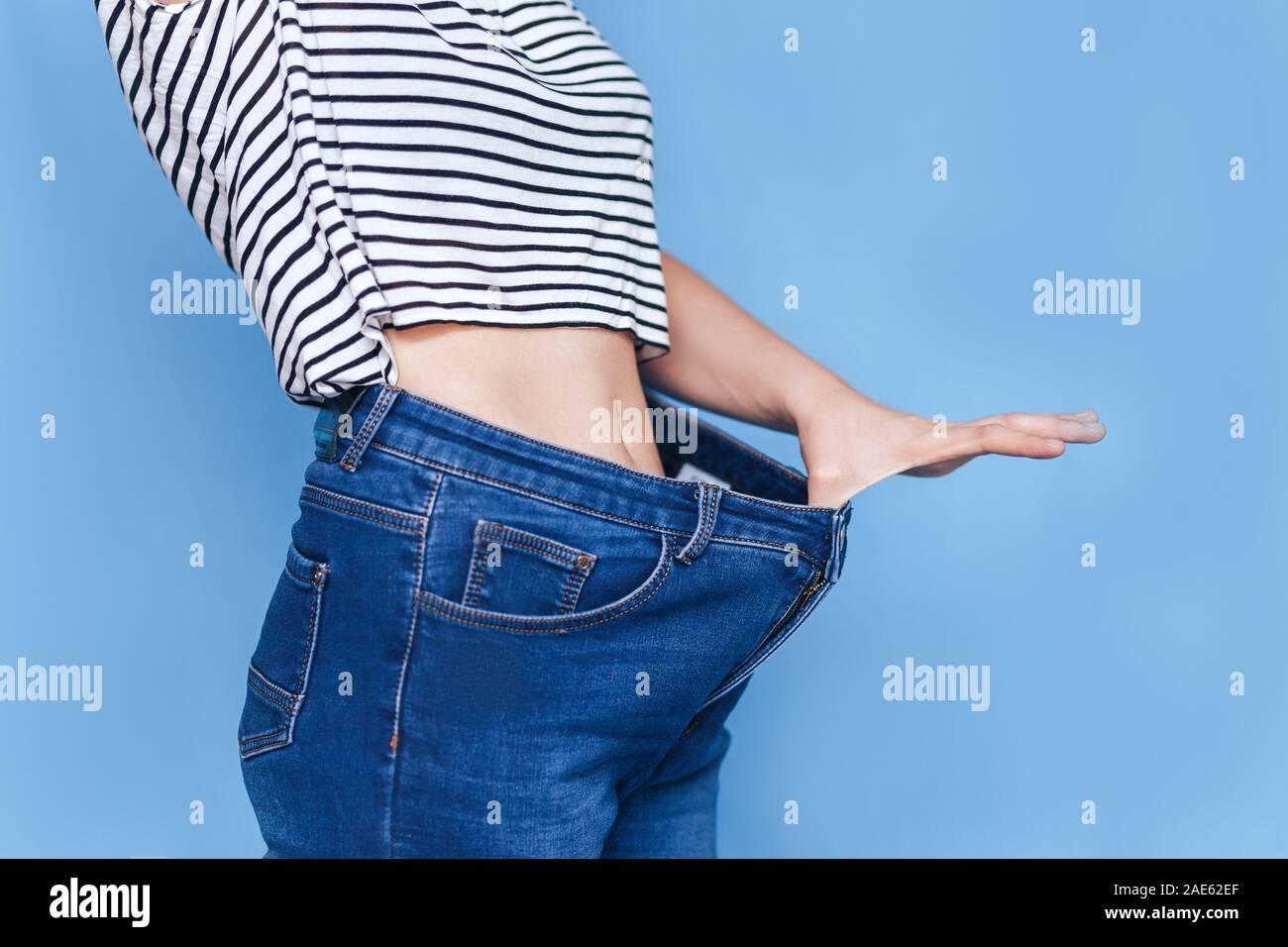 Cuerpo De Mujer Skinny Jeans Pantalones Flojos Fotografia De Stock Alamy