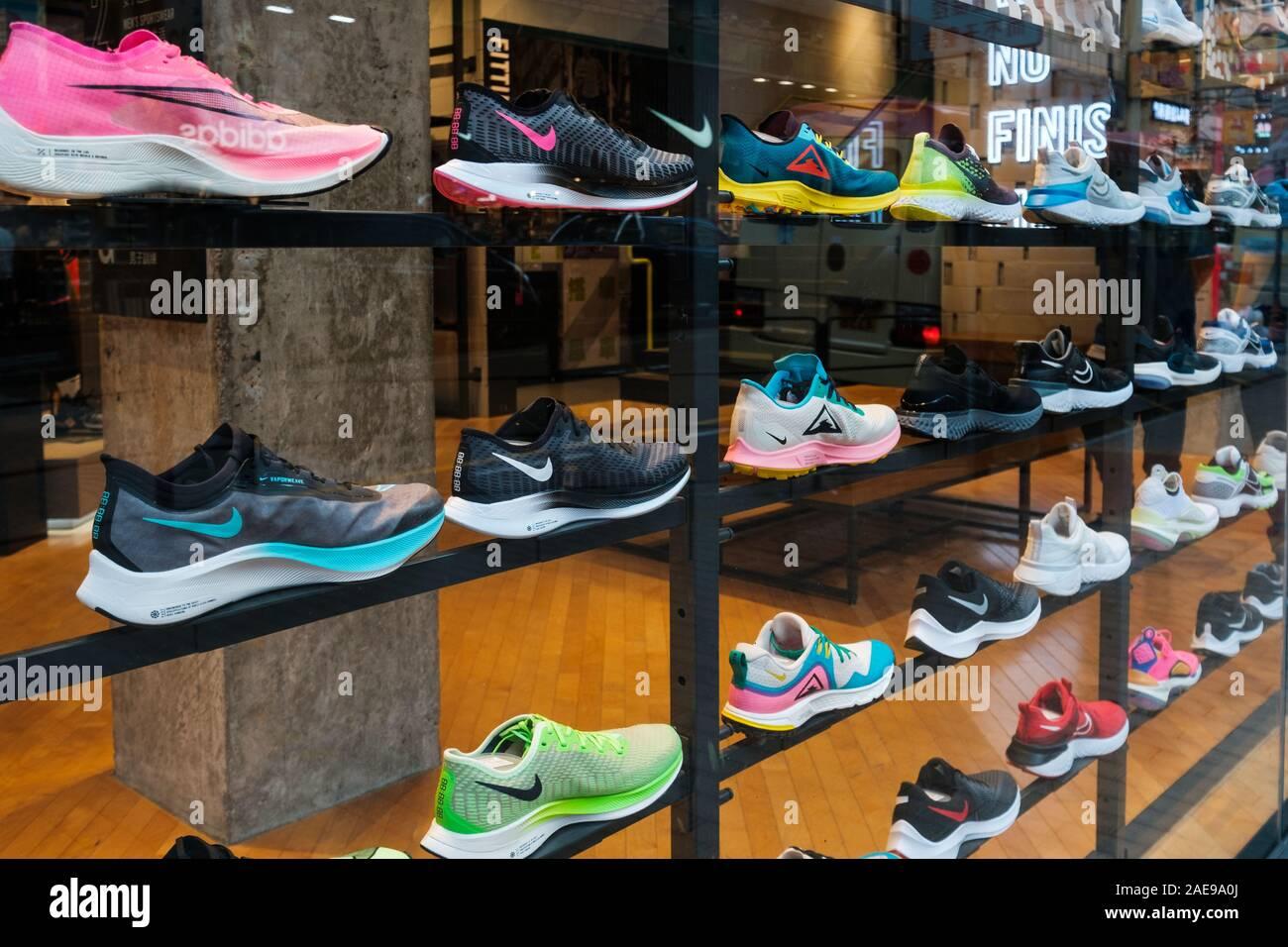 Noveber Hongkong, 2019: Nike sneakers en escaparate en la