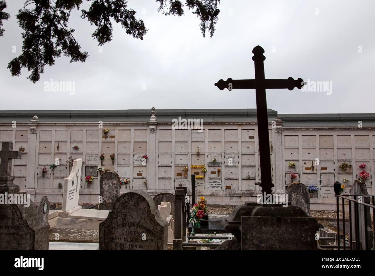 Columbario en Prazeres Cementerio de Lisboa, Portugal. Foto de stock