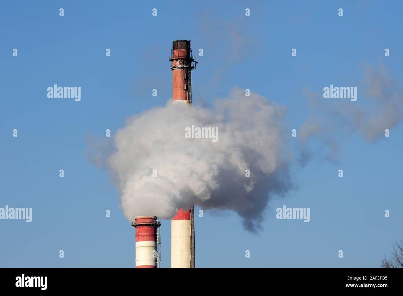 Carbón power station la contaminación del aire, el humo y el aire Foto de stock