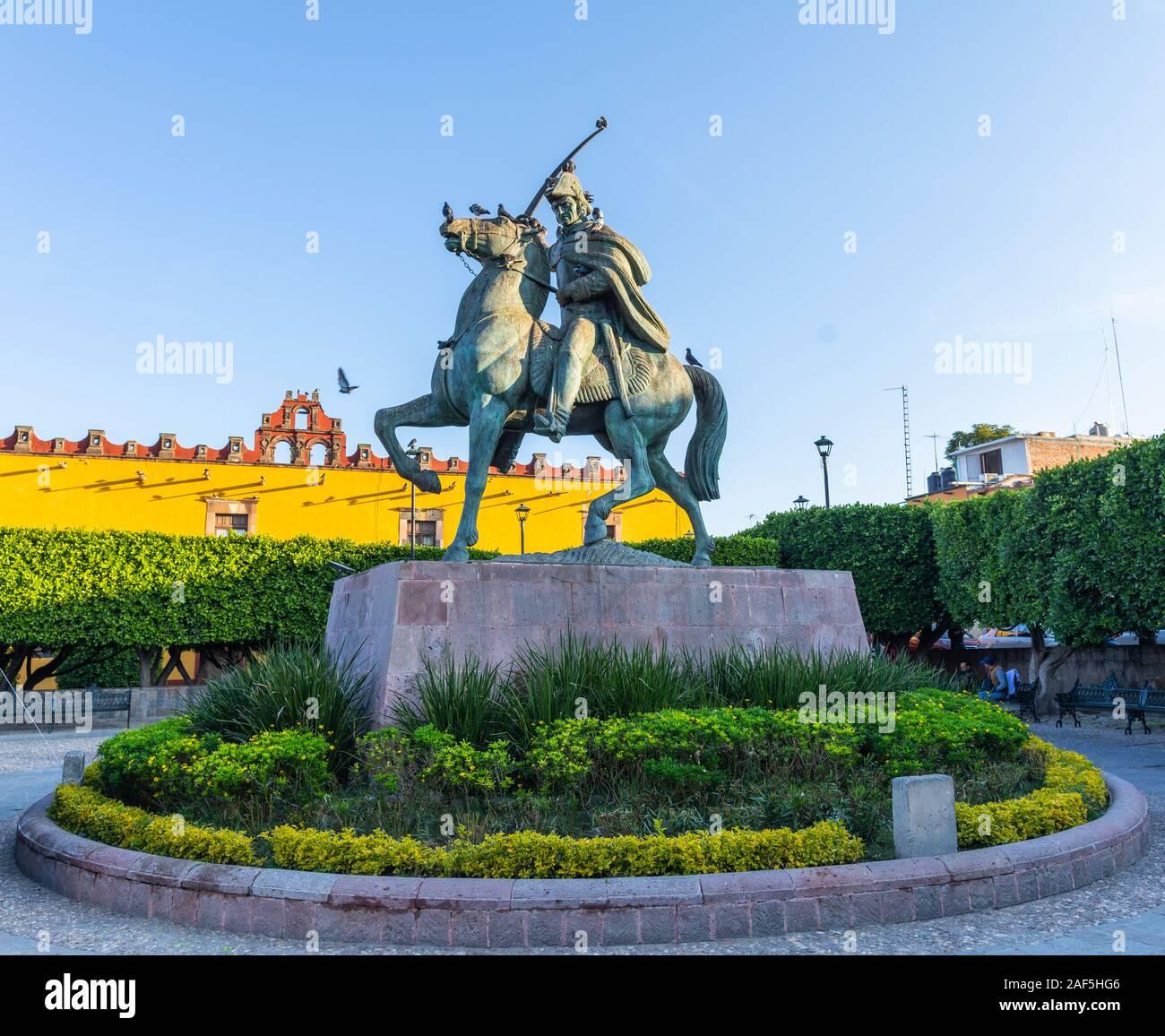 Estatua del héroe de la Independencia Mexicana, Ignacio Allende en San Miguel de Allende, Guanajuato, México Foto de stock