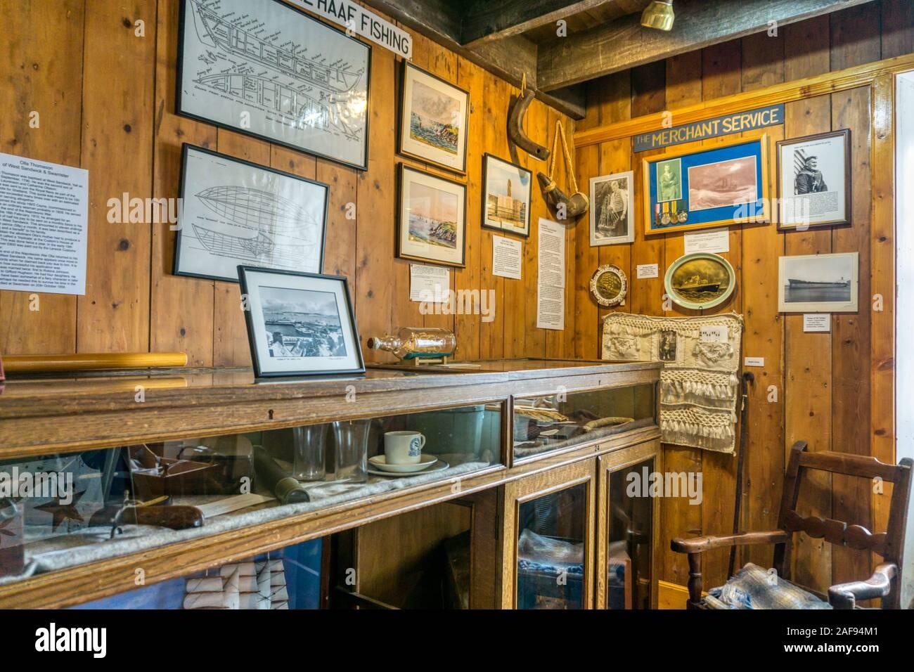 Una pantalla en el Antiguo Museo en Burravoe haa en la isla de Yell, las Shetland. Foto de stock