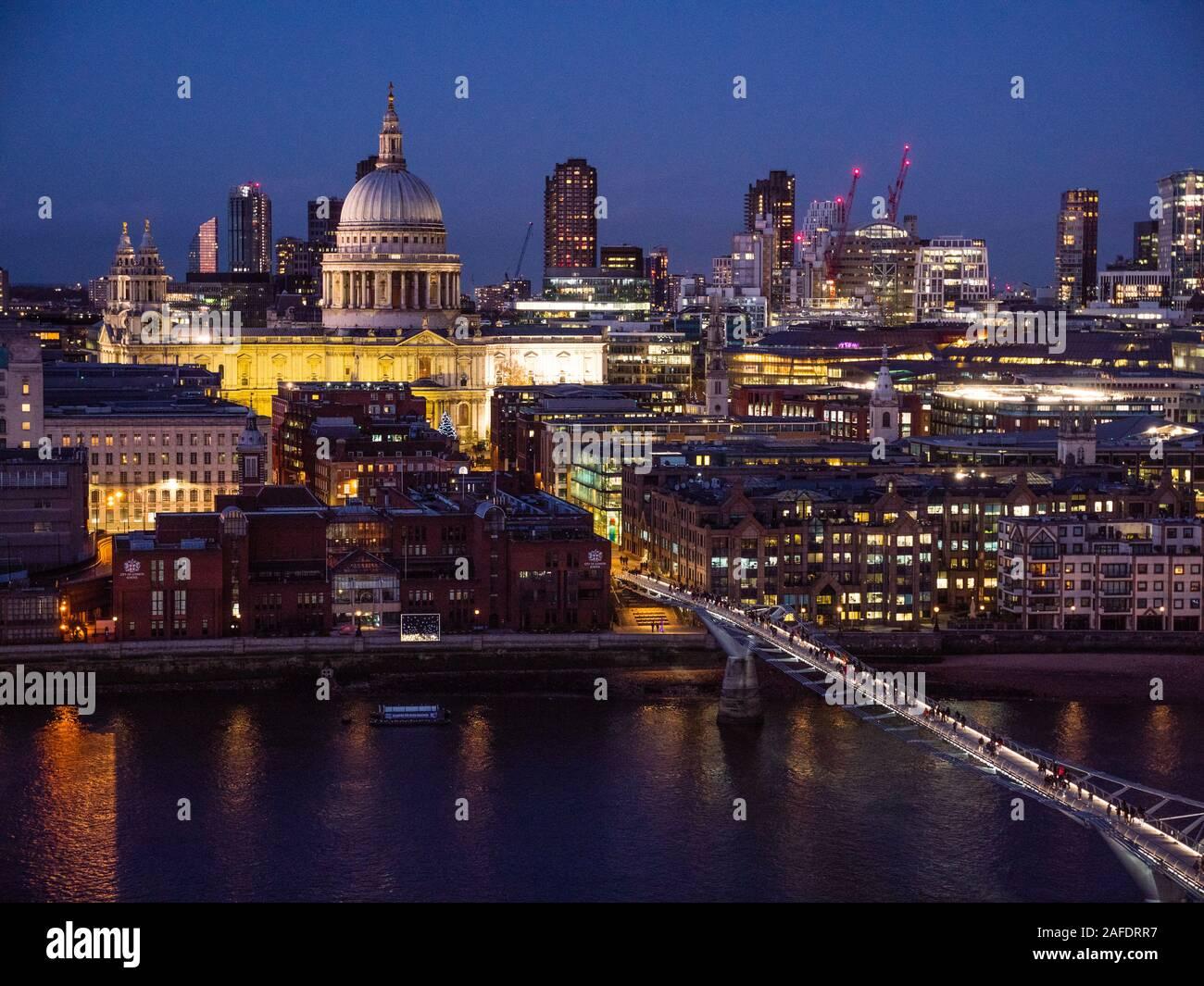 La Catedral de St Paul, el puente Millennium, el Río Támesis, cerca del tiempo, Londres, Inglaterra, Reino Unido, GB. Foto de stock