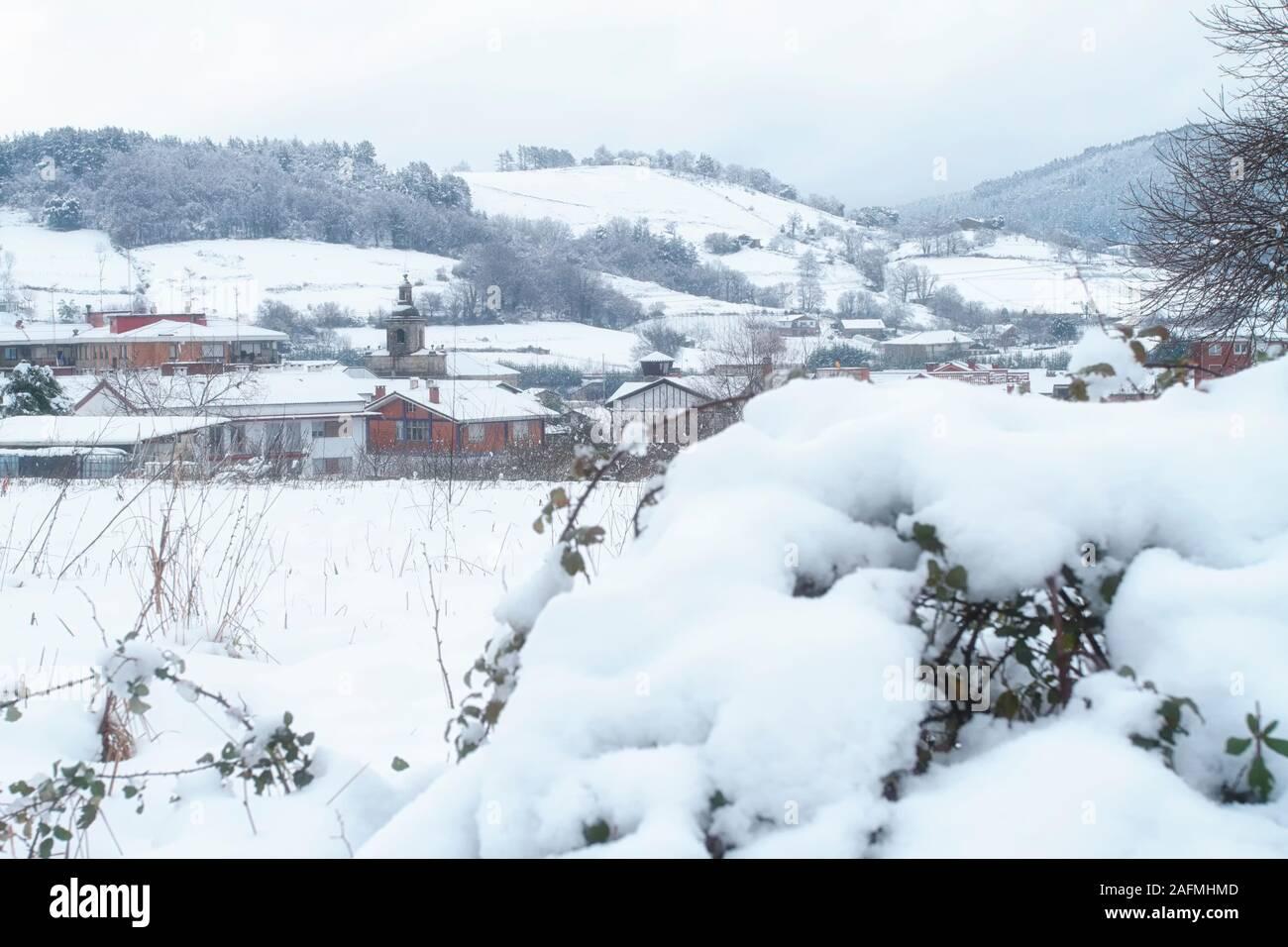 Febrero 04, 2015. Larrabetzu es un bonito pueblo situado en el valle de Txorierri, en el corazón de Bizkaia (País Vasco). Foto de stock