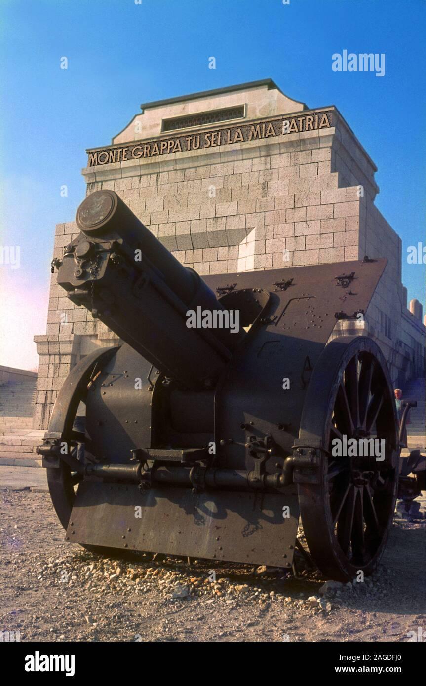 Monumento militar de Monte Grappa. Foto de stock
