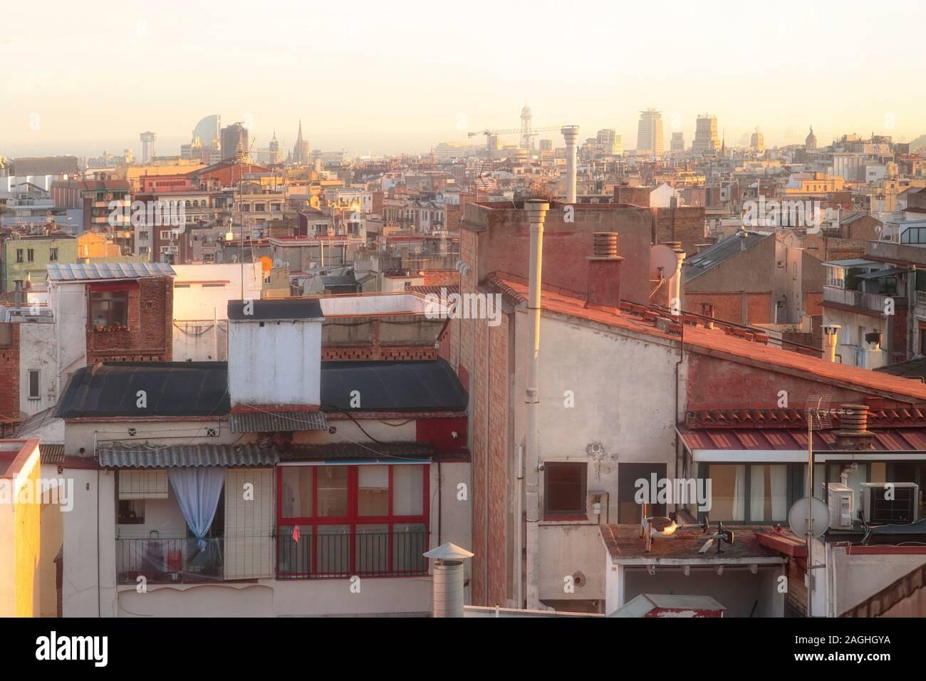 La ciudad de Barcelona al atardecer Foto de stock
