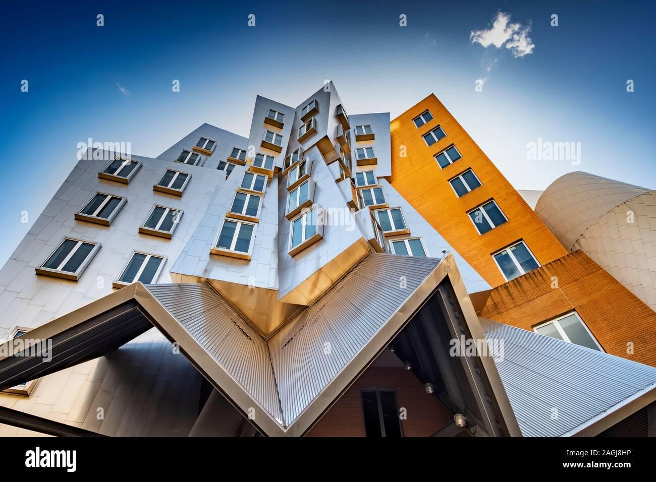 La Ray and Maria Stata Center diseñado por Frank Gehry, MIT, Boston. Ejemplo de arquitectura Deconstructionism. Foto de stock