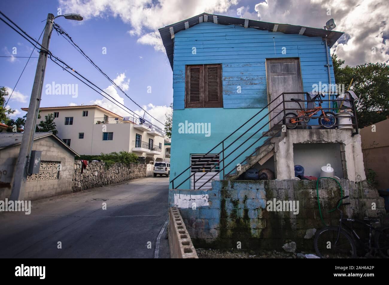 Casa Azul en el centro de la Ciudad de Bayahibe Foto de stock