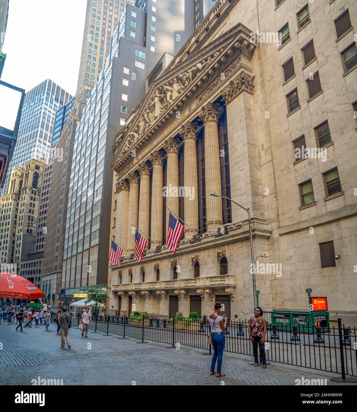 New York Stock Exchange, Manhattan, estados Unidos de América - mercado de valores NASDAQ y Dow Jones, miedo a la recesión por el brote del virus de la corona Foto de stock