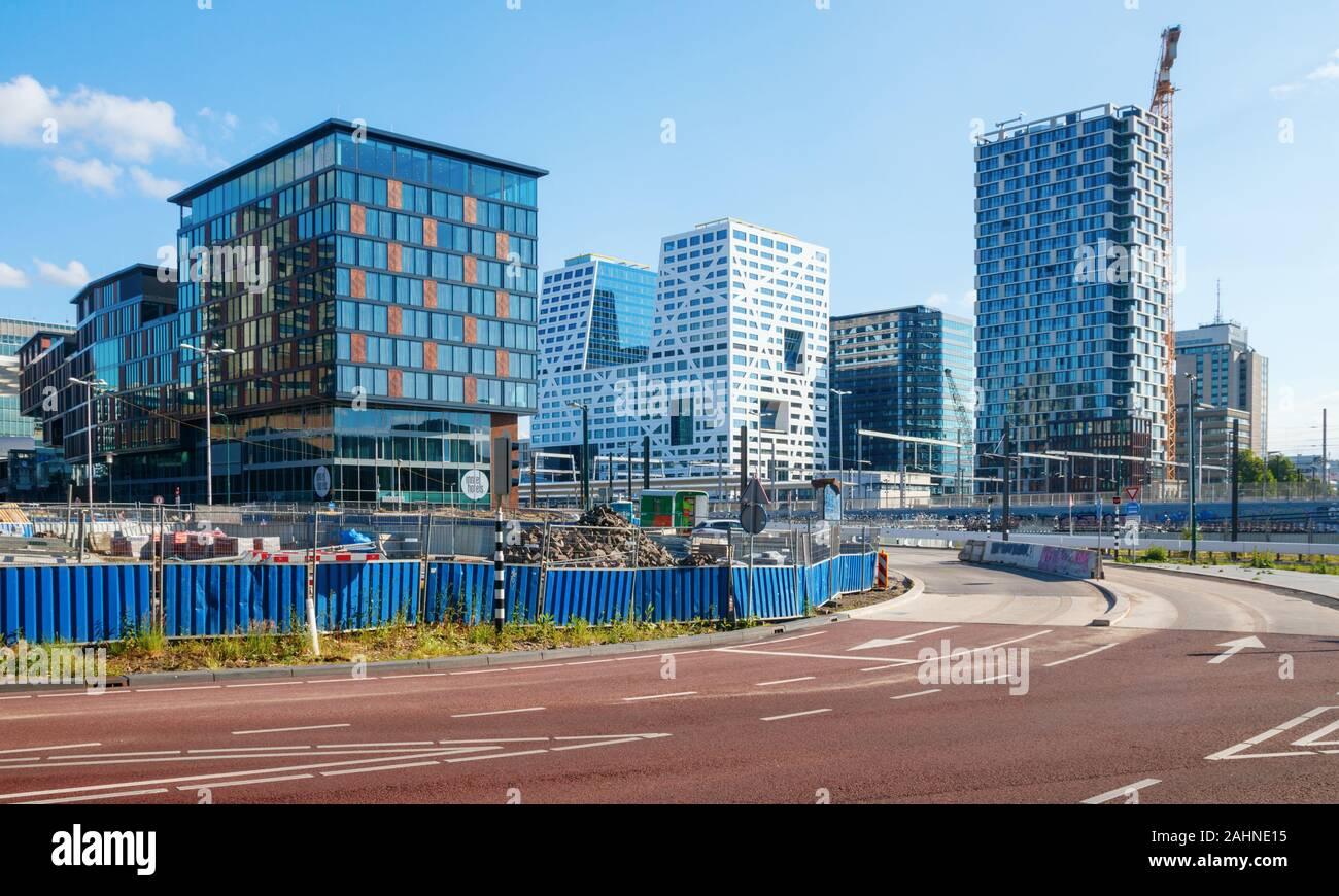 La arquitectura moderna en la región de Utrecht Centraal Station con el Noordgebouw Stadskantoor, edificio de oficinas y un edificio de apartamentos de la SYP. Los Países Bajos Foto de stock