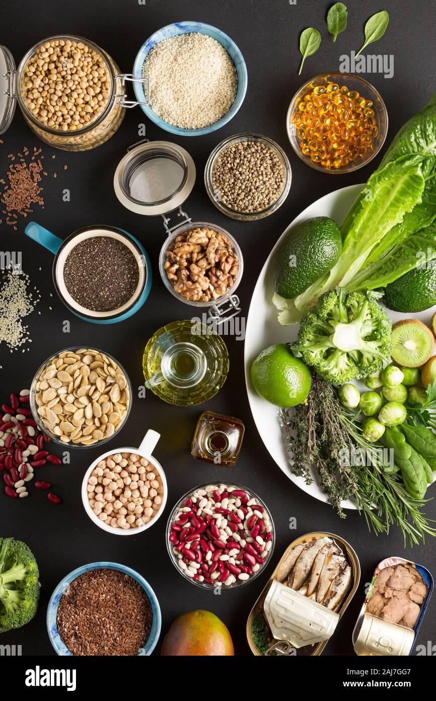 Paleo, paleo dieta, dieta a base de vegetales, el Dr. sebi, pescado, verduras, pérdida de peso, frijoles especias Foto de stock