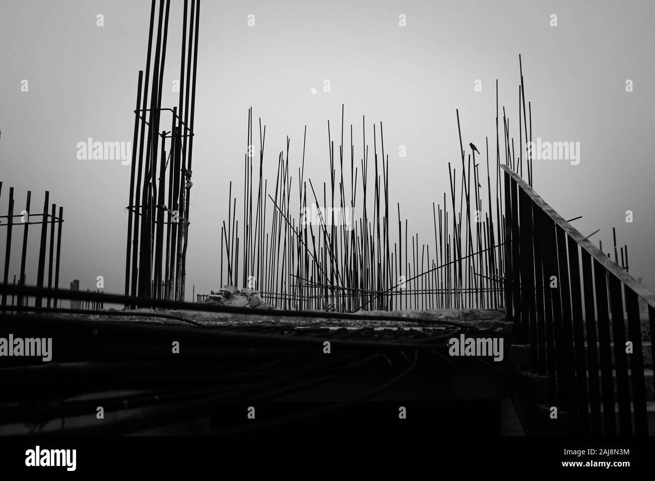 A través de una construcción en Bangladesh Foto de stock