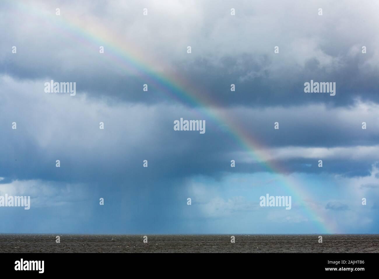 Regenbogen, Regenwolken, Himmel, Wattenmeer, Keitum, Sylt Foto de stock