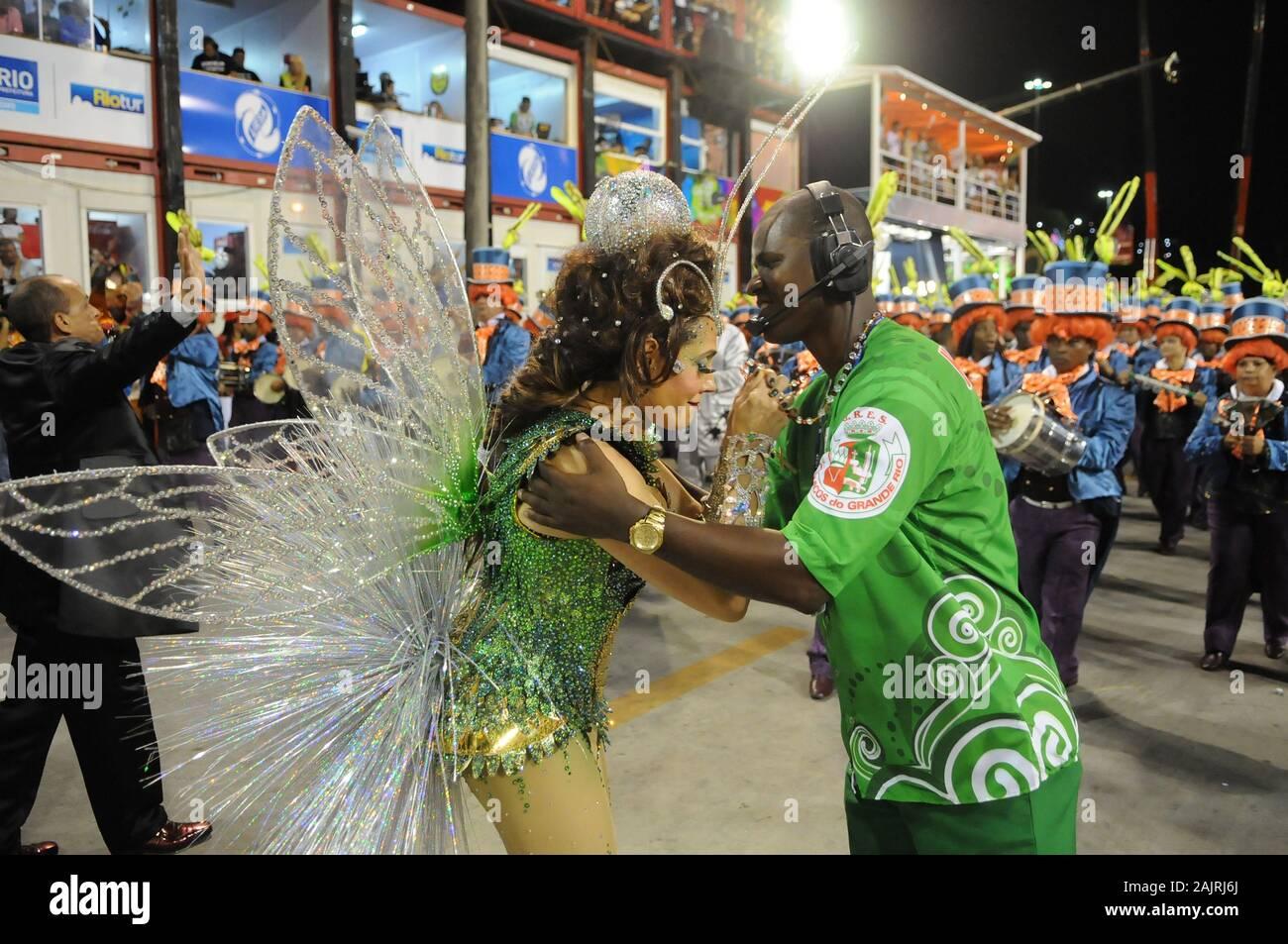 Río de Janeiro, Brasil, 3 de marzo de 2014. Desfile de las escuelas de samba durante el carnaval de Río de Janeiro, en el Sambódromo, en la ciudad de Río de Janeiro. Foto de stock
