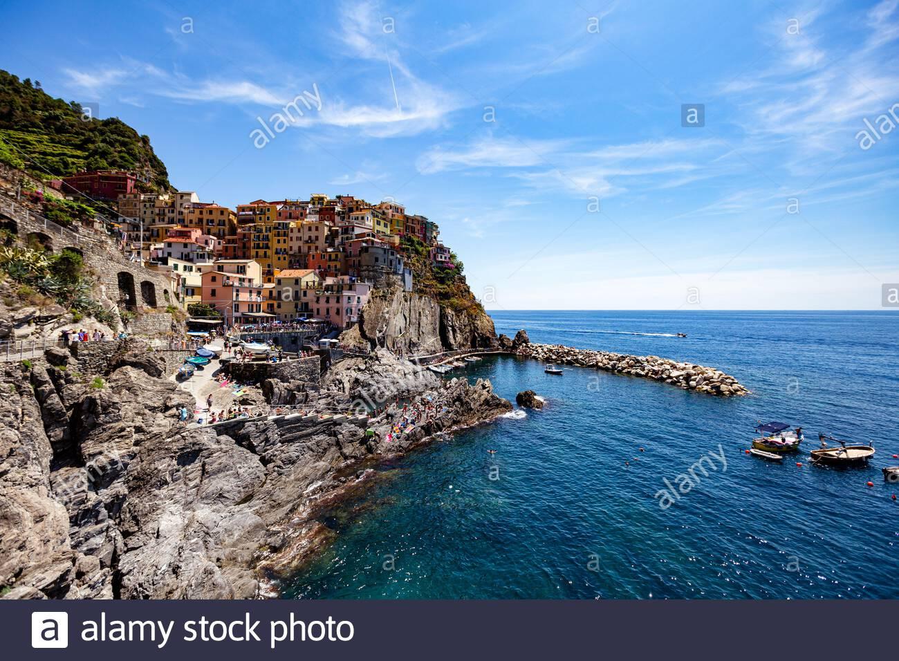 Manarola, Ligury, Italia - Iconic Landmark Village en el parque nacional de Cinque Terre en Italia, Ligury, cerca de la ciudad de Spezia. Sitio de Patrimonio Mundial de la UNESCO. Foto de stock