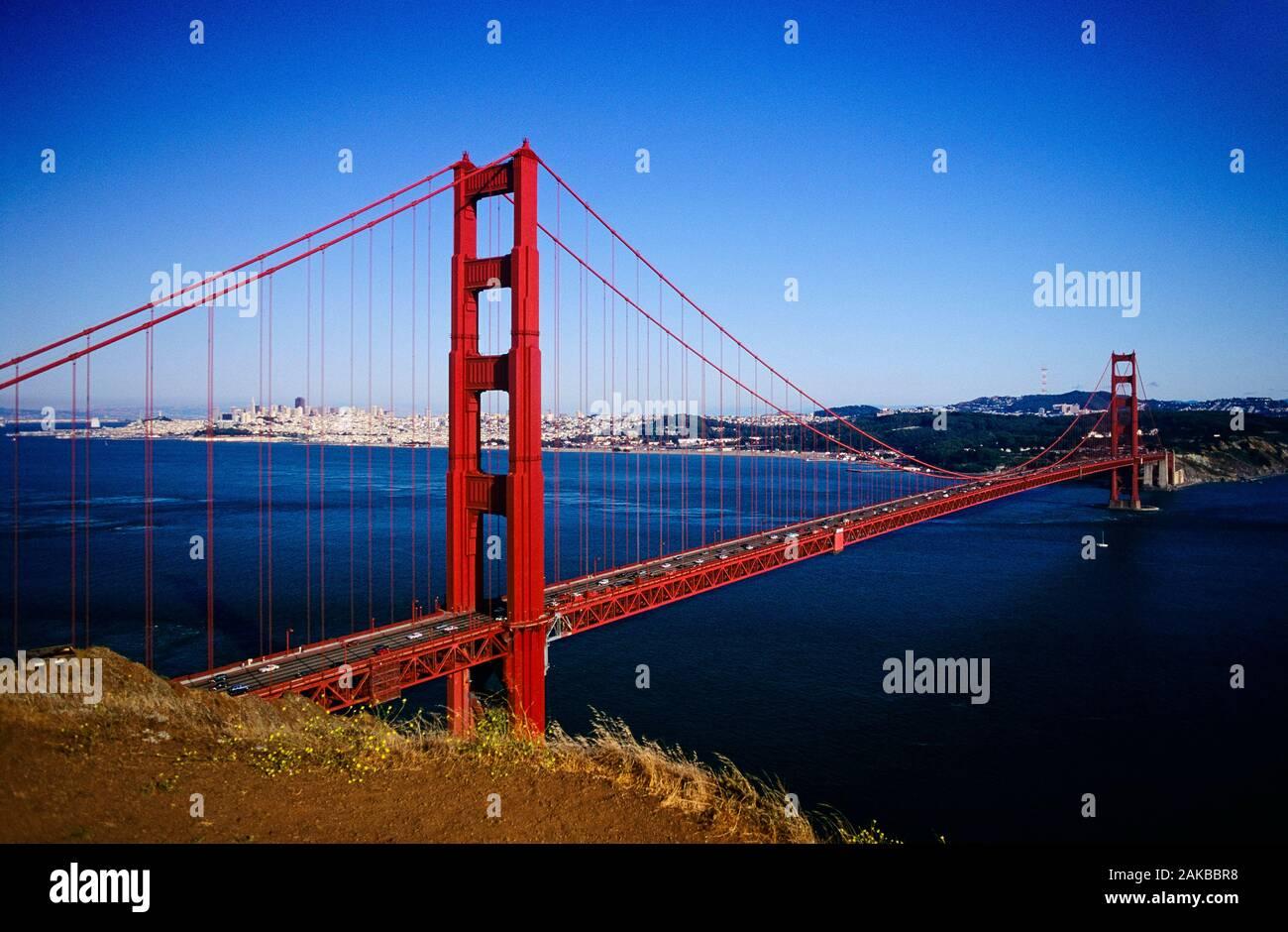 Famoso puente colgante rojo, el Puente Golden Gate, San Francisco, California, EE.UU. Foto de stock