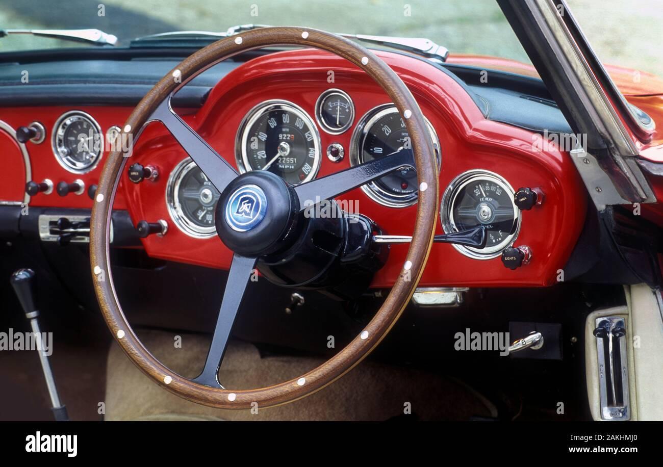 Red Aston Martin Fotos E Imagenes De Stock Alamy
