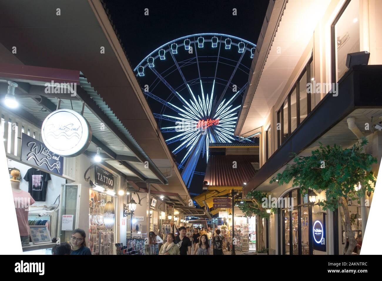 Asiatique: La costanera es un gran centro comercial al aire libre en Bangkok. Foto de stock
