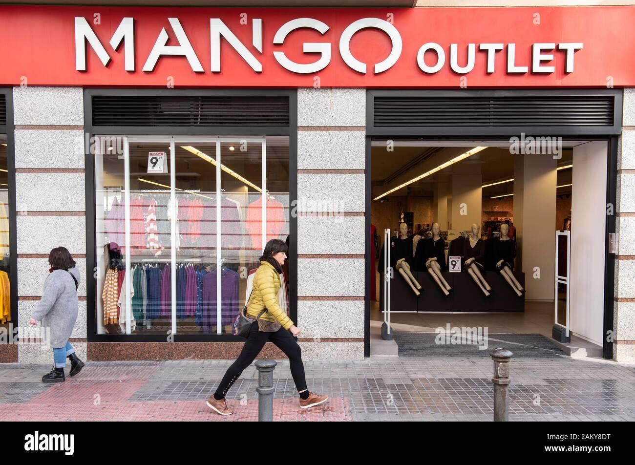 Mango Outlet Fotos e Imágenes de stock Alamy