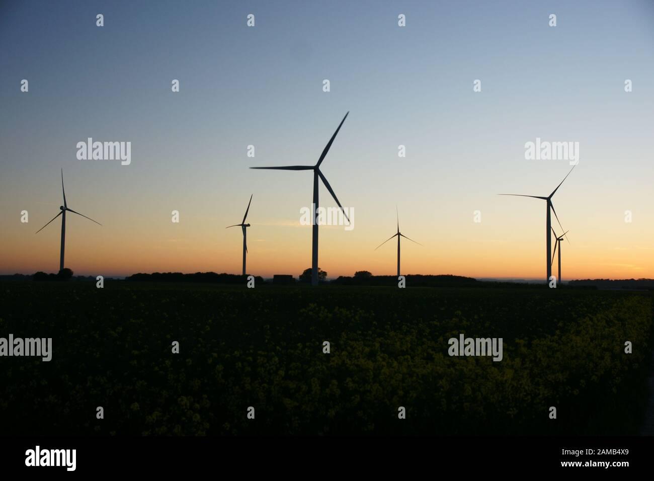 Aerogenerador, energía renovable Foto de stock