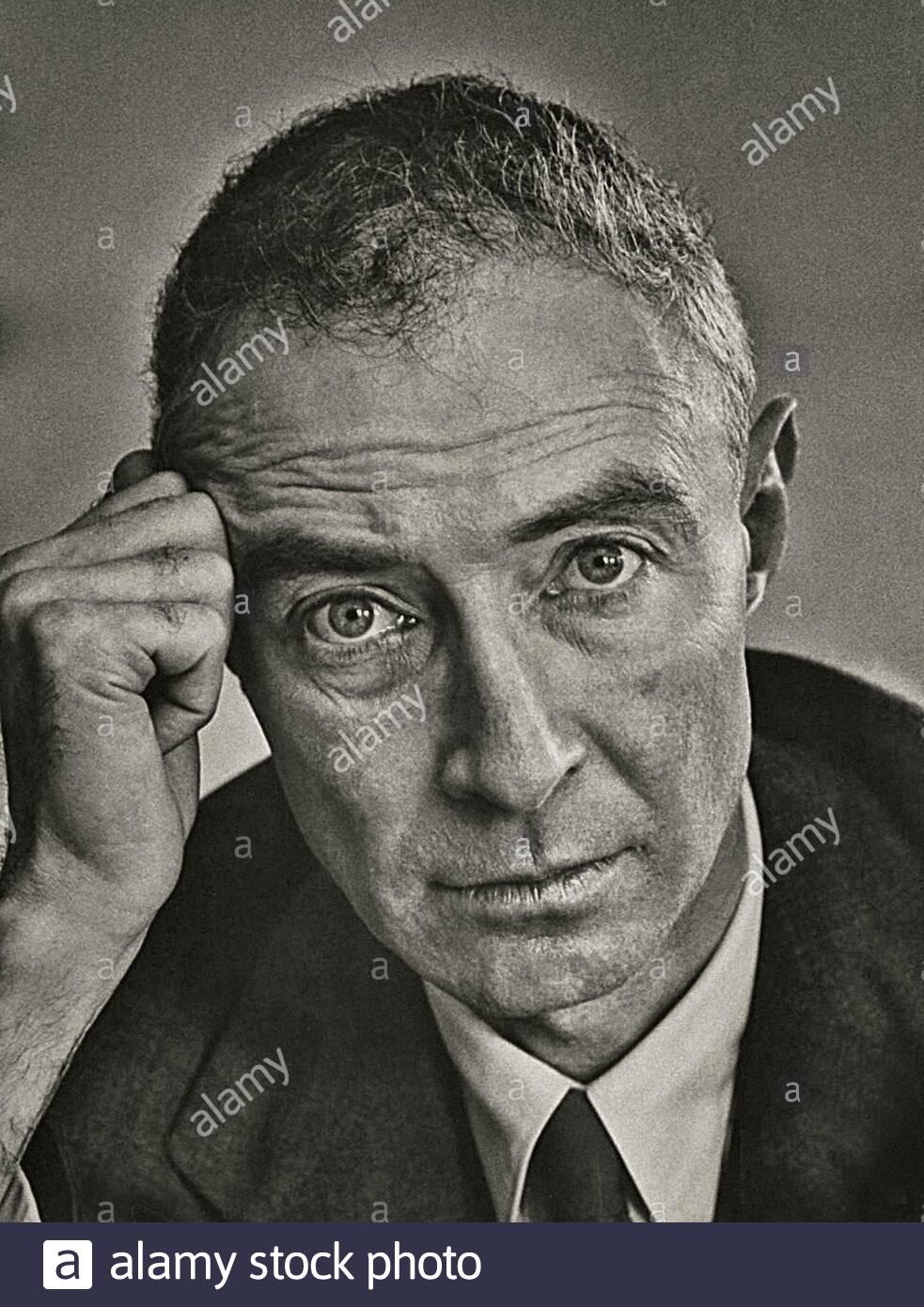 Julius Robert Oppenheimer (1904 – 1967) fue un físico teórico estadounidense y profesor de física en la Universidad de California, Berkeley. Oppe Foto de stock