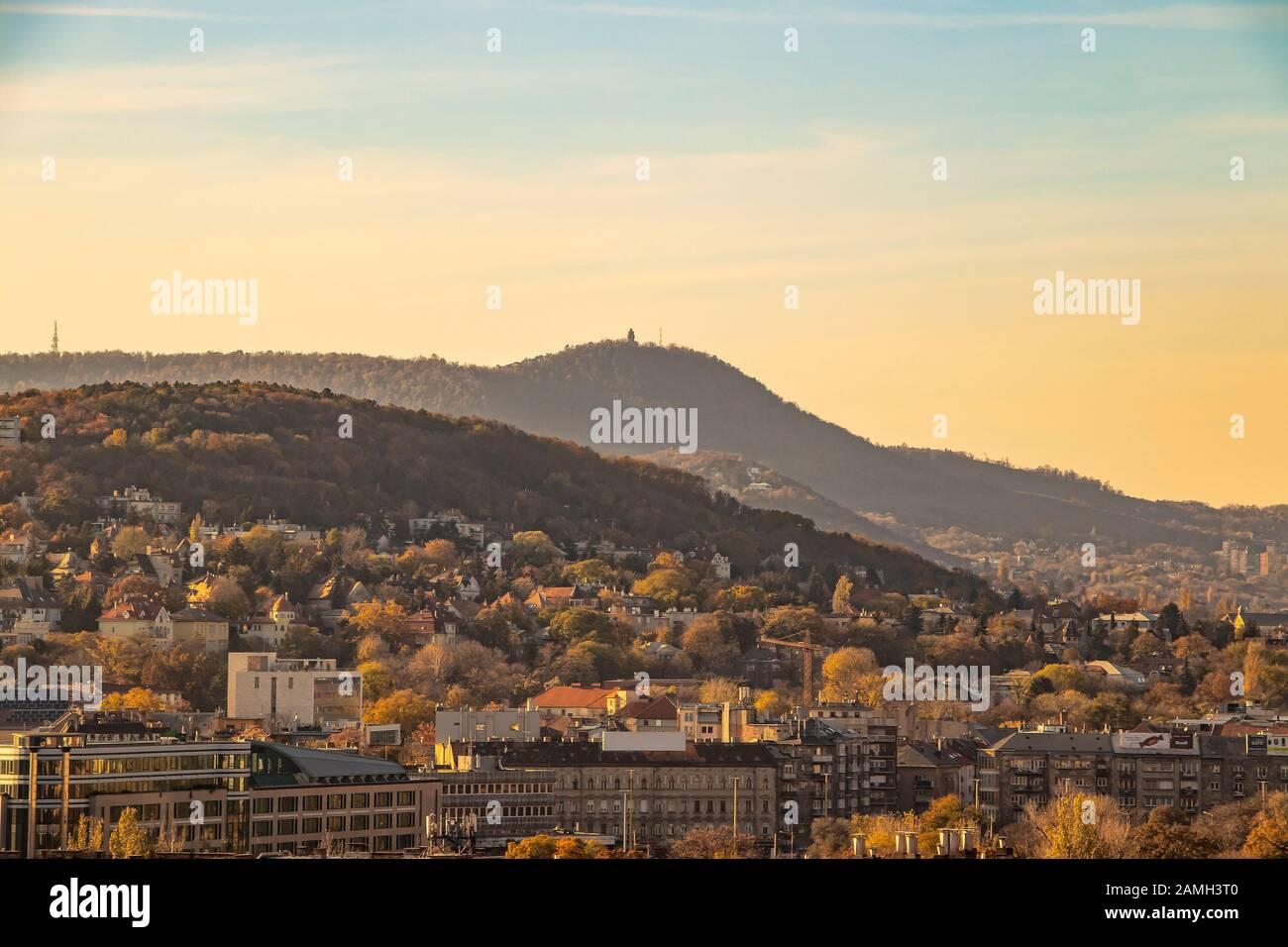 Vista del Castillo de Buda al atardecer de la ciudad de Budapest, Hungría. Foto de stock