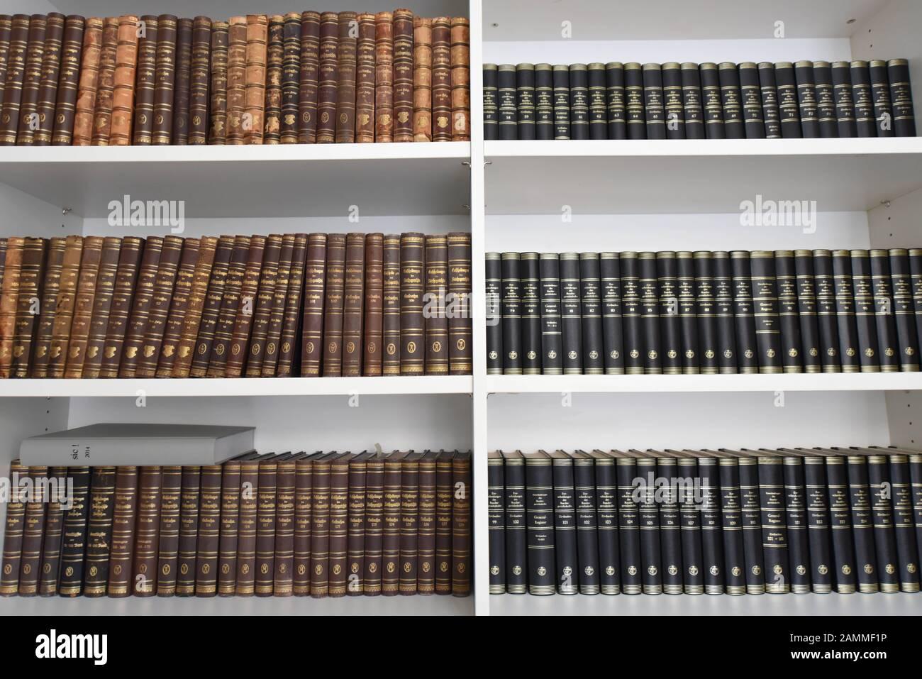 Librería en el Instituto de Derecho de Autor en las habitaciones de la Literaturhaus Munich. [traducción automática] Foto de stock