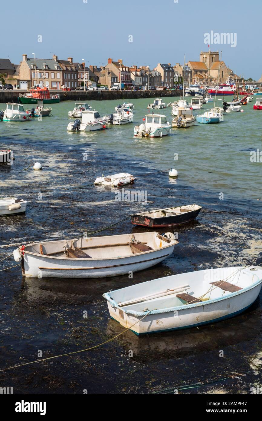 El puerto de Barfleur, Normandía, Francia Foto de stock