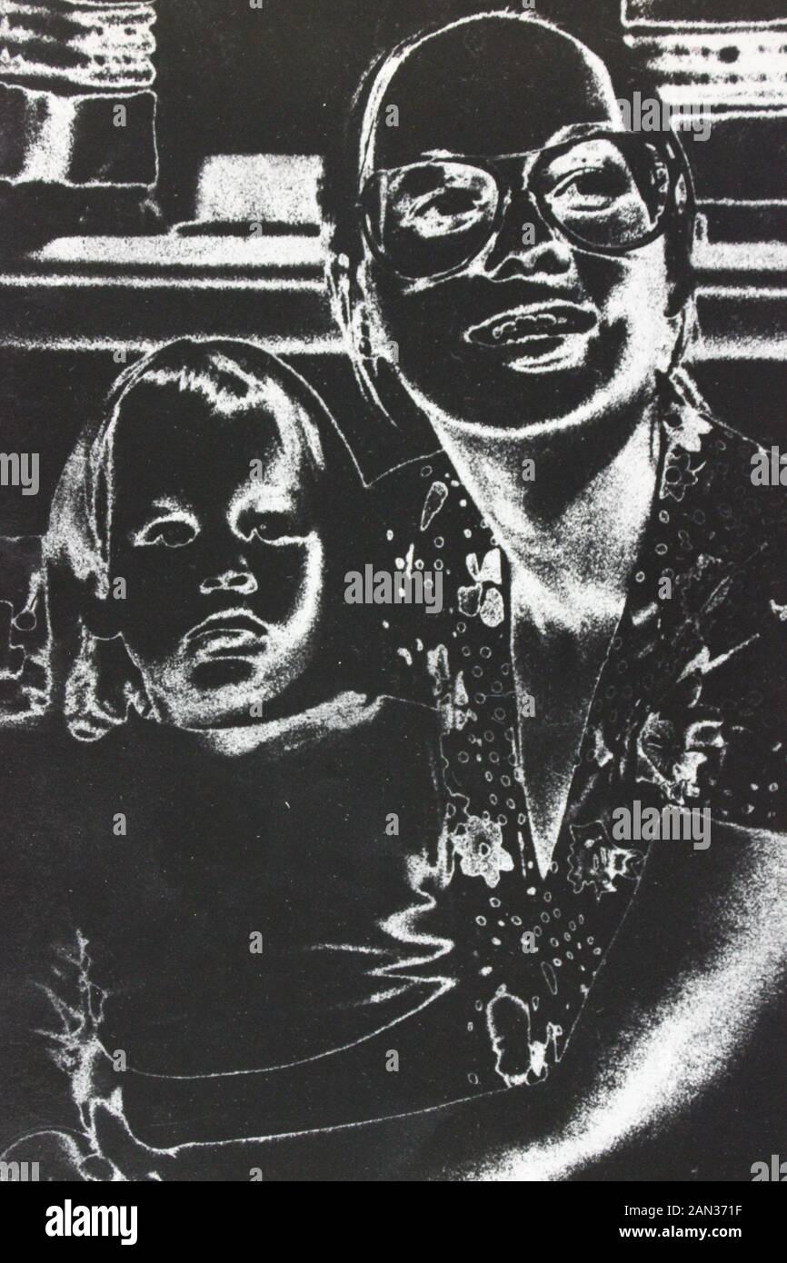 70 fino blanco y negro fotografía extrema de una mujer y un niño Foto de stock