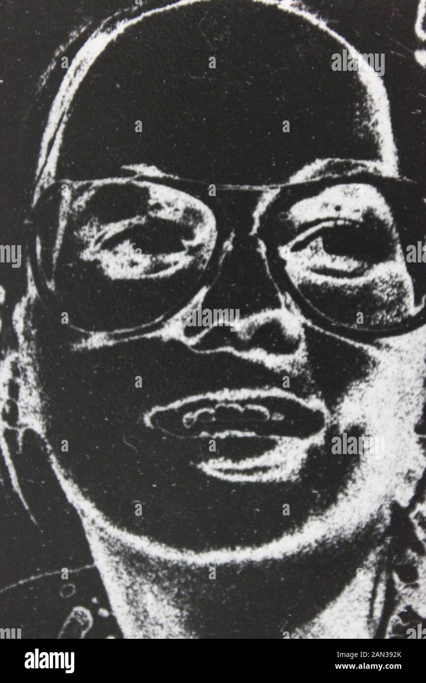 70 fino blanco y negro fotografía extrema de una elegante mujer adulta treintañero Foto de stock
