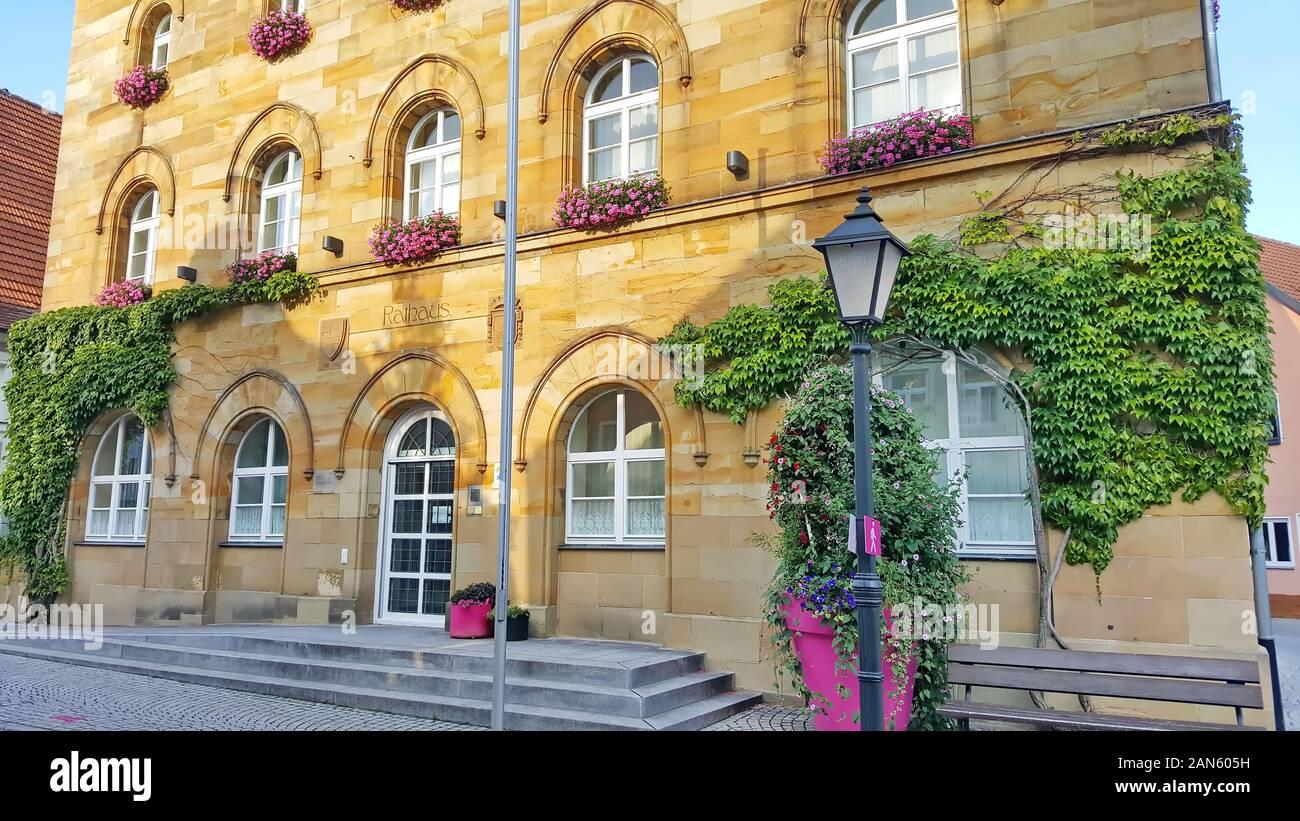 Baviera Wassertrüdingen / Alemania - 04 08 2019: Wassertrüdingen es una ciudad de Alemania, con muchas atracciones históricas . Rathaus Foto de stock
